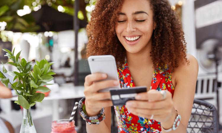 Consumidor comprando online